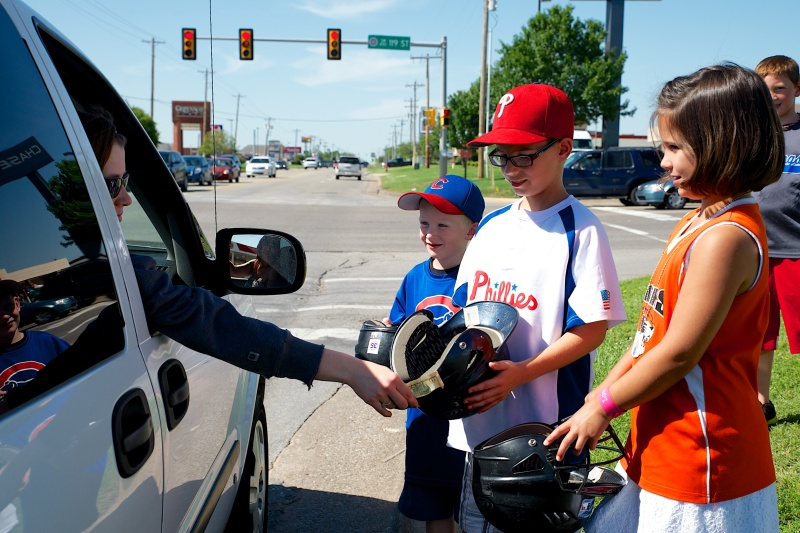 Baseball and softball players collect money for tornado victims in Moore, Okla.